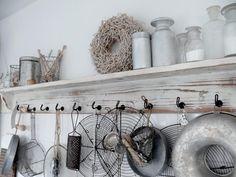 shelf and hooks Decor, Coastal Cottage Decorating, Interior, Chic Kitchen, Shabby Decor, Home Decor, Home Deco, Home Kitchens, Rustic Kitchen