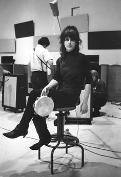 Grace Slick of Jefferson Airplane and Jefferson Starship. Curly half up-do with gorgeous bangs