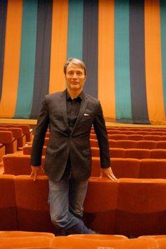 明治座「五月花形歌舞伎」で現在上演中の通し狂言片岡愛之助主演『鯉つかみ』を観劇したマッツ・ミケルセン。