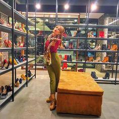 dEpurtat - Instagram Shop Instagram Shop, Capri Pants, Shopping, Fashion, Moda, Capri Trousers, Fashion Styles, Fashion Illustrations