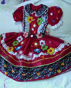 vestido junino super luxo - Pesquisa Google Vestidos Country, Country Dresses, Cute Girl Outfits, Kids Wear, Baby Quilts, Cute Girls, Party Dress, Glamour, Girls Dresses