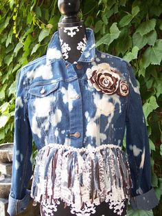 Denim cropped & fringed jean jacket.