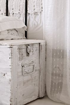 WHITE WASHED :: I LOOOVE the white chippy paint on this trunk! Exactly the look I'm going for w/ the old trunk I bought.