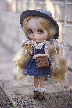 the reward  Blythe doll