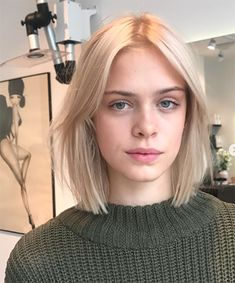 23 haircuts that will make you want to go short this autumn - The Treatment Files Short Hair With Bangs, Girl Short Hair, Short Hair Cuts, Blonde Bob With Bangs, Medium Short Hair, Blonde Hair Looks, Brown Blonde Hair, Blonde Short Hair, Short Blonde Haircuts