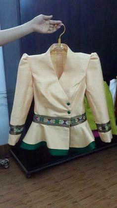 Choli Blouse Design, Blouse Designs, Myanmar Dress Design, Myanmar Traditional Dress, Blouse Batik, Thai Dress, Stylish Blouse Design, Contemporary Dresses, Kids Frocks