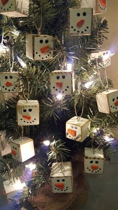 Homemade Primitive Christmas Tree Ornaments For A Traditiona.- Homemade Primitive Christmas Tree Ornaments For A Traditional Holiday - Primitive Christmas Ornaments, Christmas Wood Crafts, Homemade Christmas Decorations, Christmas Projects, Holiday Crafts, Christmas Holidays, Christmas Wreaths, Vintage Christmas, Snowman Ornaments