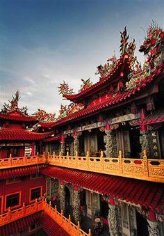 Dragon Temple, China  photo via bruce