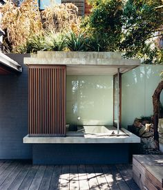 Zulaikha–Laurence house in Sydney, photo by Roger D'Souza #bathhouse
