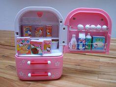 Hello Kitty Fridge by kbo Hello Kitty Kitchen, Hello Kitty Toys, Hello Kitty Stuff, Cute Little Things, Mini Things, Girl Dolls, Barbie Dolls, Cute Cottage, Hello Kitty Collection