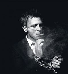 only one can pull this. Daniel Craig smoking portrait in black and white. / By Murray / January 2012 Daniel Craig, Foto Portrait, Portrait Photography, White Photography, Don Corleone, Photo Star, Rachel Weisz, Famous Faces, Belle Photo