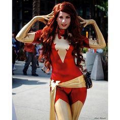 X-Men Marvel Comic Series. Character: Dark Phoenix (Jean Grey). Cosplayer: Amanda Lynne Shafer 'aka' Phoenix Cosplay 'aka' Amandolin. Costume Made by Lauren of Castle Corsetry. Event: Wondercon 2015. Photo: Alvia Recinto.