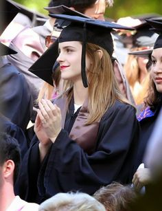 Emma Watson Becomes an Official Brown University Graduate - See the Pics Here!: Photo Emma Watson is joined by her family and friends, including her mom, as she becomes an official Brown University graduate on Sunday afternoon (May in Providence,… Hermione Granger, Enma Watson, Emma Watson Hair, Photo Emma Watson, Emma Watson Beautiful, Brown University, University Graduate, Graduation Photoshoot, Graduation Pictures