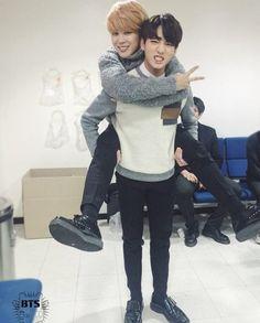 Las etiquetas más populares para esta imagen incluyen: bts, jungkook, jimin, jikook y bangtan boys