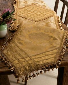 Bed Cover Design, Cushion Cover Designs, Table Centerpieces, Table Decorations, Modern Table Runners, Drapery Designs, Table Runner And Placemats, Diy Crafts For Gifts, Antique Lace