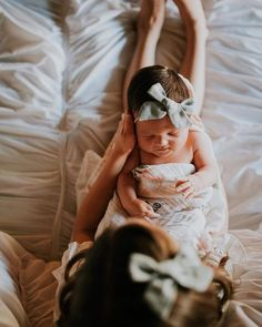 Outstanding baby arrival tips are offered on our site. Take a look and you wont be sorry you did. Mommy And Baby Pictures, Mom And Baby, Newborn Baby Photos, Newborn Pictures, Baby Newborn, Baby Baby, Baby Girls, Mommy And Me Photo Shoot, Baby Arrival