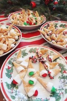 Bugles Elf Hat Treats - sweet and salty and cute as can be! Bugles Recipe, Speatzle Recipe, Papperdelle Recipes, Saganaki Recipe, Blueberry Clafoutis, Frozen Pumpkin, Gourmet Recipes, Healthy Recipes, Christmas Treats