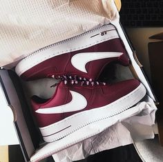 Sneakers Fashion, Fashion Shoes, Sneakers Nike, High Top Converse Outfits, Baskets, Red High Tops, Groom Shoes, Couture Shoes, Lit Shoes
