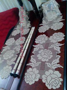 sultan ırmak tüysüz Crochet Dollies, Crochet Lace, Crochet Placemats, Fillet Crochet, Pip Studio, Lace Knitting, Beautiful Crochet, Yarn Crafts, Doilies