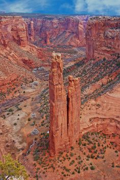 Canyon de Chelly National Monument in Arizona. /So pretty, there are so many very beautiful places in the US, why leave this country to vacation in some other country, not for me, I'm American made & will support this countries treasures EL. Beautiful Places To Visit, Beautiful World, Places To Travel, Places To See, Travel Destinations, National Parks Usa, National Trust, Destination Voyage, Bryce Canyon
