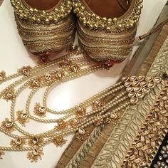 ❤️ Gold accessories by Tyche London! Punjabi Juttis and long Rani Haar pearl and kundan sets.