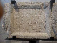 Iscrizione latina che ricorda la VI legio ferrata romana. Hecht Museum Haifa, Università di Haifa Foto Giuseppina Imbalzano -  www.viaggio-in-israele.it