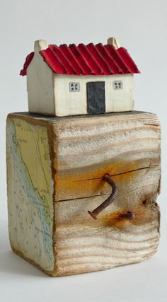 Joanna Caskie paper mache and driftwood sculpture. Little Cottage with a Red Tin Roof based on the Scottish style of white cottages. Scrap Wood Crafts, Pallet Crafts, Wooden Projects, Diy And Crafts, Small Wooden House, Wooden Cottage, Wooden Houses, Painted Driftwood, Driftwood Crafts