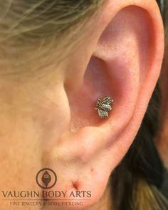 What a cute conch piercing!  Sarah stopped in last month and had Adam pierce her. She picked out one of these super cute 14k white gold bee's from LeRoi.  Thanks so much Sarah!  Adam and Anthony are at the studio until 8pm for all of your piercing and jewelry needs. Come get something new and pretty!  #app #appmember #safepiercing #leroi #jewelry #bodyjewelry #gold #bee #conch #piercing #bodypiercing #fashion #style #ootd #monterey #montereybay #carmel #seaside #salinas #marina #watsonville…
