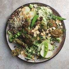 Super delicious and ready super fast Easy Summer Meals, Summer Recipes, Vegan Food, Vegan Recipes, Falafel Salad, Veggie Meatballs, Greens Recipe, Meatball Recipes, Ribs
