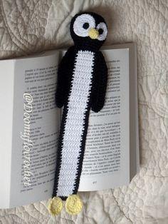 Ce marque pages pingouin Tux de Linux est fait au crochet avec des cotons noirs, blancs et jaune clairs avec la technique des amigurumi pour la tête et crochet classique pour le r - 17809988