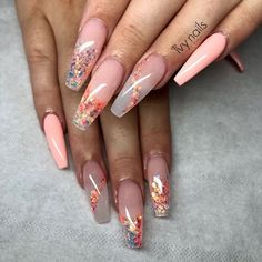 The advantage of the gel is that it allows you to enjoy your French manicure for a long time. There are four different ways to make a French manicure on gel nails. Dope Nails, Glam Nails, Fancy Nails, Glitter Nails, My Nails, Stiletto Nails, Coffin Nails, Perfect Nails, Gorgeous Nails