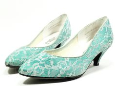 b47c6912928 lace aqua pumps . amazing pointed toes and kitten heels by Studio 6 . white  lace and teal turquoise . so Madonna 1980s