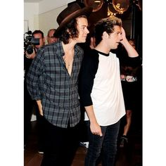 Niall Horan and Harry Styles one direction ❤ liked on Polyvore featuring one direction, 1d, harry and pictures