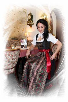 #Farbbberatung #Stilberatung #Farbenreich mit www.farben-reich.com Dirndl lang traditionell bis festlich
