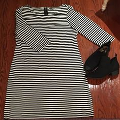 NWOT Old Navy Striped Dress Never worn Old Navy black and white striped dress. No stains or damage. This is such a pretty dress, quarter length sleeves with a zipper on the back. I love it so much but doesn't fit my anymore. Size XL. :) feel free to make an offer. :) Old Navy Dresses Midi