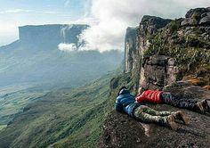 Feliz día! Fotografía cortesía de @exploratreks #LaCuadraU #GaleriaLCU #Venezuela #Trekking #tepuy #tierradetepuyes #RoraimaTepuy #Travel #trip #igers #igersvenezuela #picoftheday #instaLOVEnezuela