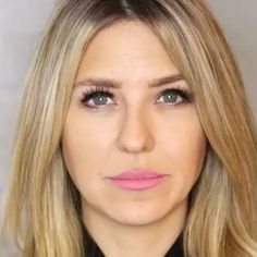 GLOW UP✨✨ Our gorgeous founder Nikki Hynek shows how dollup's lumie highlight in shade lavish will make all your holiday dreams come true✨