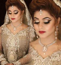 Makeup look Bridal Outfits, Bridal Dresses, Wedding Looks, Wedding Bride, Pakistani Bridal Makeup, Pakistan Wedding, Bridal Makeover, Desi Bride, Indian Bridal Hairstyles