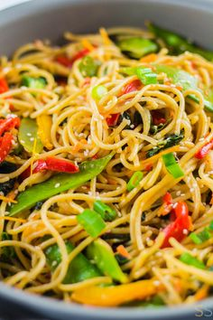 Enjoy your favorite takeout dish with this vegetable lo mein recipe. This veggie packed 25 minute meal will become a family favorite! Chinese Vegetables, Mixed Vegetables, Veggies, Vegetable Lo Mein, Vegetable Dishes, Vegetarian Recipes Dinner, Easy Dinner Recipes, Vegan Dinners, Chinese Coleslaw