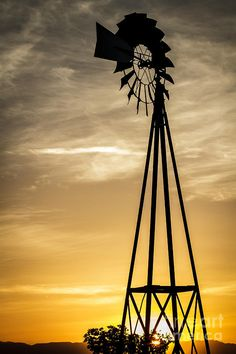 a big windmill Tilting At Windmills, Old Windmills, Cute Pictures, Beautiful Pictures, Ford, Water Tower, Le Moulin, Beautiful Buildings, Country Life