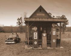 Old Arkansas gas station