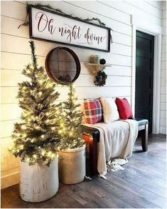 Looking for for pictures for farmhouse christmas decor? Check this out for unique farmhouse christmas decor images. This kind of farmhouse christmas decor ideas looks entirely wonderful. Primitive Country Christmas, Country Christmas Decorations, Farmhouse Christmas Decor, Christmas Front Porch Decorations, Christmas Front Porches, Country Christmas Crafts, Decorating Porch For Christmas, Outdoor Christmas Decor Porches, Christmas In The Country