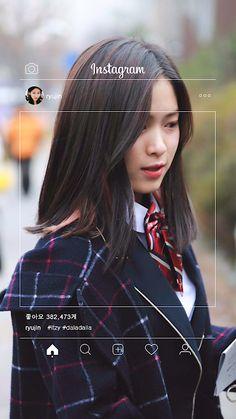 ITZY (있지) is JYP's new girl group. The members consist of Yeji, Lia, Ryujin, Chaeryeong and Yuna.
