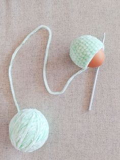 Last Minute Easter Decoration: Crocheted Egg – Nice crocheting! Crochet Hooks, Free Crochet, Egg Holder, Bunny Plush, Last Minute, Stitch Markers, Single Crochet, Crocheting, Crochet Patterns