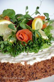 Voi jestas, että tämä kakku on hyvää. Ihan taivaallisen hyvää, joten uskallan tätä varauksetta suositella. Itse en edes ole kov... Cake Sandwich, Finnish Recipes, New Recipes, Favorite Recipes, Savory Pastry, Sweet Pastries, Seaweed Salad, Finger Foods, Good Food