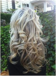 (Can't get enough of the sock bun curls! I need my hair to grow!) Sock bun curls <<< i WISH my hair did that! I'm going to try it tonight! Cute Curly Hairstyles, Curly Hair Styles, Summer Hairstyles, Fashion Hairstyles, Popular Hairstyles, Latest Hairstyles, Sock Bun Curls, Messy Curls, Bun Hair