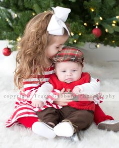 More Christmas kisses for brother and sister this year. Such a sweet sibling pose :) #TracyGabbardPhotography
