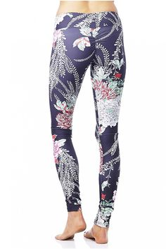 Fall in love with these gorgeous printed leggings from Jala. Stay sophisticated and stylish!