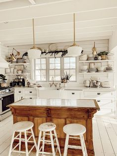 Winter Farmhouse Kitchen 23 Charming Cottage Kitchen Design and Adorning Concepts that Will Carry Coziness to Your Residence You don't have to purchas. Cottage Kitchens, Modern Farmhouse Kitchens, Farmhouse Kitchen Decor, Farmhouse Design, Home Decor Kitchen, New Kitchen, Home Kitchens, Kitchen Ideas, Room Kitchen