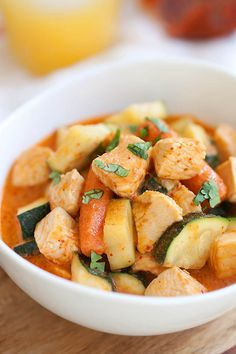 Zucchini and chicken pair well in this Thai red curry. Easy and delicious zucchini and chicken curry that you can make at home with simple ingredients | http://rasamalaysia.com